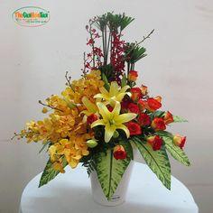 Basket Flower Arrangements, Table Flowers, Floral Arrangements, Bright Colors, Colours, Bling Wedding, Opening Day, Floral Bouquets, Ikebana