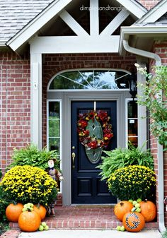 Gorgeous Outdoor Fall Decorating Ideas  Autumn -- @Jennifer Griffin {Dimples and Tangles}' front porch. (I can totally see doing this for my front porch!) /ES