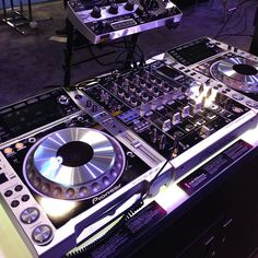 Platinum CDJ2000Nexus DJM900nexus and RMX1000