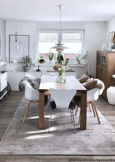 Carpets immediately bring personality and atmosphere into th Living Room Accents, Home Accents, Best Interior, Interior Design, Dining Room, Dining Table, Hallway Carpet, Living Spaces, Sweet Home