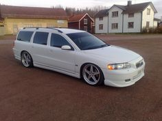 Top Ten Coolest Wagons - 10. Volvo V70R.