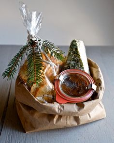 Food as gifts: Bacon jam Homemade Housewarming Gifts, Diy Food Gifts, Homemade Gifts, Edible Christmas Gifts, Edible Gifts, Christmas Ideas, Food Gift Baskets, Bacon Jam, Edible Arrangements