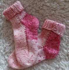 PONOŽKY Ručně pletené ponožky pro malé děti délka chodidla je 11-12 cm velmi příjemný materiál akrylové příze jemná struktura na omak možnost včetně čepičky (+130,- Kč)