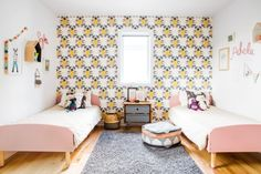 This lovely bright and girly twins bedroom was decorated by Buk&Nola. The wallpaper brings a nice vintage look to the room and we love the dusty rose beds!