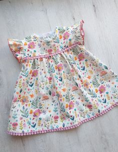 Dress for baby girl made in cotton poplin with guipure details. Available in various sizes. For any information contact me. Baby Girl Frocks, Frocks For Girls, Dresses Kids Girl, Kids Outfits Girls, Cute Baby Dresses, Baby Summer Dresses, Children Dress, Dress Girl, Summer Baby