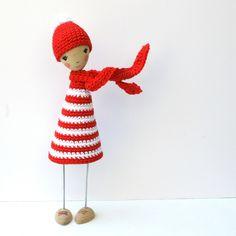 Isabelle Kessedjian: Poupée de bois au crochet.