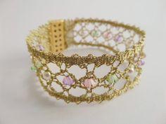 Golden Statement Handmade Knit Bobbin Lace Bracelet por Portenya