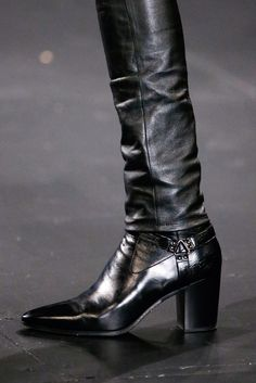Saint Laurent - Fall 2015 Menswear - Look 8 of 98 Men In Heels, Men S Shoes, Mens Heeled Boots, Saint Laurent, Moda Retro, Mens Fall, Leather Accessories, Leather Men, Leather Jackets