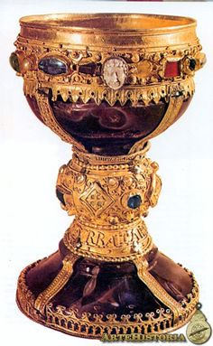 Caliz de Doña Urraca,de oro y piedras preciosas,del año 1100 ,esta en la iglesia de San Isidro,Leon.  España