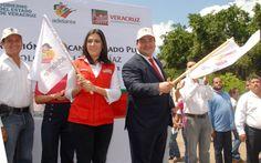 El gobernador Javier Duarte de Ochoa y la alcaldesa de Veracruz, Carolina Gudiño Corro, dieron el banderazo inicial a los trabajos de construcción de alcantarillado pluvial en la colonia Valente Díaz.