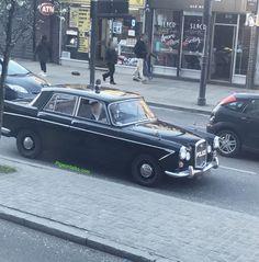 This car only works if someone wears a Starsky cardigan #london #oldstreetstation #eastlondon #car #policecar #black #retro #sirens #random #pigeontalks