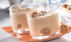 Nussige Creme mit Likör - Ein Dessert für besondere Anlässe Recipe Database, Bakery Cafe, Macarons, Pesto, Glass Of Milk, Panna Cotta, Deserts, Food And Drink, Pudding