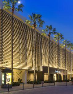 Bloomingdale's - ECOSENSE LIGHTING. Facade uplight linear. Exterior. Shopping mall