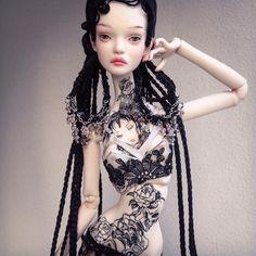 Bony wearing the new wig from upcoming collection/ Bony примерила парик из новой коллекции.