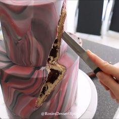 Marbled fondant and geode design cake 💜 - Torten rezepte Cake Decorating Frosting, Birthday Cake Decorating, Cake Decorating Techniques, Cake Decorating Tutorials, Professional Cake Decorating, Creative Cake Decorating, Creative Cakes, Fondant Cakes, Cupcake Cakes