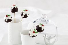 Give+a+modern+spin+to+Christmas+this+year+with+these+fun+and+festive+chocolate+cake+pops.