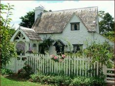 English Country Style Cottage in Carmel-by-the-Sea Beautiful little cottage with a quaint garden and white picket fence Style Cottage, Cute Cottage, Cottage Living, Cottage Homes, Cottage Design, Yellow Cottage, Cottage Decorating, Cottage Interiors, Living Room