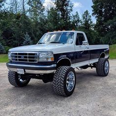 Ford on offsets 👀 TTC is currently at and still growing. Help us get to by tagging a friend. Big Ford Trucks, Classic Ford Trucks, Old Pickup Trucks, Lifted Ford Trucks, Diesel Trucks, F150 Lifted, Ford F250 Diesel, Jeep Cars, 4x4