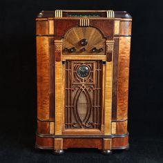 Magnificent Art Deco Majestic 10-12 console valve radio