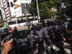 Policiais fizeram bloqueio nas ruas que dão acesso ao Itaquerão. Foto: Reprodução / ITV News
