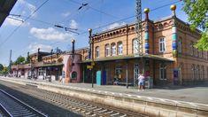 FOTO: Bizarné domy rakúskeho architekta: Pritiahnu pohľad všetkých okoloidúcich Street View, Mansions, House Styles, Hundertwasser, Manor Houses, Villas, Mansion, Palaces, Mansion Houses