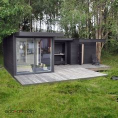 'The Crusoe Classic' - x Garden Room / Home Office / Studio / Summer House / Log Cabin / Chalet by Crusoe Garden Rooms Limited Backyard Cabin, Backyard Pergola, Outdoor Sheds, Outdoor Rooms, Outdoor Decor, Contemporary Garden Rooms, Sauna House, Summer Cabins, Garden Studio