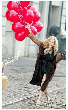 Carrie with birthday balloons - Sex and the City quotes SATC