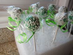 st. patricks day cake pops | St. Patrick's Day Oreo Pops | Saucy Mommy