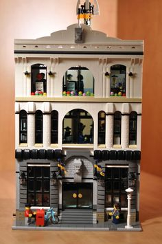 Police Headquarters - Modular Building I have seen other designs of police buildings in the past but none ever really captured the look and feel of a real police station. I wa. Lego Design, Modular Design, Lego Ville, Lego Police Station, Lego Modular, Lego Construction, Lego Architecture, Lego Creator, Lego Projects