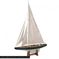 Maqueta velero ENDEAVOUR   Endeavour II (1936) fue construido según las reglas de la clase J para participar en la Copa de América en junio del 1936. Pedido por Sir Tom Sopwith y construido por Camper & Nicholson en Gosport (Inglaterra), se inspiraron de la tecnología aeronáutica para darle más rapidez.  Medidas: Alto:96.00 x Largo:63.50 x Ancho:14.00 cm.  Peso: 0.90 Kgs.