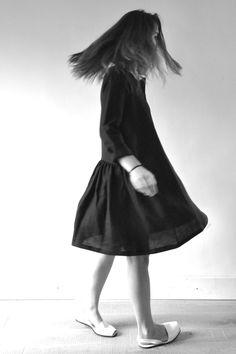 robe-chemise : http://www.vdj-boutique.com/-robes/3277-robe-chemise-lin-noir.html