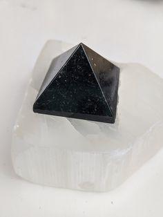 55mm Natural Rose Quartz Pyramid Crystal Healing Display Quartz Specimens Stones