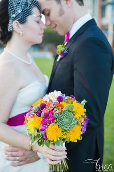 Tuck a succulent in to your wedding bouquet in fall! | Green Bride Guide