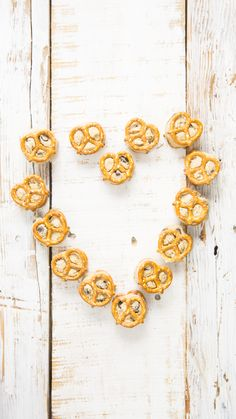 Everyone loves to eat chocolate chip cookie dough, so why not make your own, and give it a satisfying crunch with mini pretzels? Cookie Dough To Eat, Chocolate Chip Cookie Dough, Eggless Recipes, Snack Recipes, Delicious Recipes, Eggless Muffins, Tastemade Recipes, Proper Tasty, Sleepover Food
