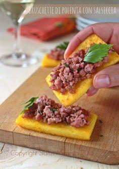 Bruschette di polenta con salsiccia antipasto natale ricetta facile farina di mais