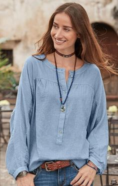 You'll love the inviting softness and laid-back romance of our 'Poétesse' shirred cotton top.