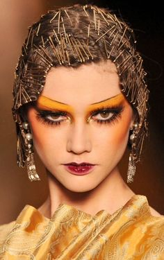 John Galliano 2009 - Makeup Looks Dramatic Make Up Looks, Beauty Makeup, Hair Makeup, Hair Beauty, Makeup Art, John Galliano, Creative Hairstyles, Cool Hairstyles, Fashion Makeup Photography