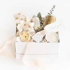 """""""Glitter & Gold"""" Gift Box by Marigold & Grey // thank you gift / wedding welcome gifts / hostess gift / bridesmaid gift / housewarming gift / client gift / corporate gift / bridal shower gift / engagement gift / coffee / tea / bride / bride-to-be / engaged / creative workshop / workshop gifts / workshop swag / Source: https://www.marigoldgrey.com/shop/pre-designed-gifts.html"""