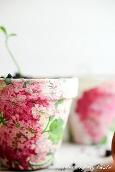So pretty! She used fabric to decoupage terra cotta pots. Painted Clay Pots, Painted Flower Pots, Painted Pebbles, Flower Pot Crafts, Clay Pot Crafts, Summer Crafts, Fun Crafts, Diy And Crafts, Decoupage Furniture