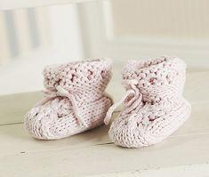Babysko og strømpebukser: Baby sko strikket pudder rosa Baby Shoes, Kids, Clothes, Fashion, Young Children, Outfits, Moda, Boys, Clothing
