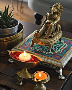 I wonder what this Ganesha means, he's super relaxed! Ethnic Home Decor, Indian Home Decor, Asian Decor, Indian Inspired Decor, Indian Interior Design, Interior Colors, Coffee Table Styling, Coffee Tables, Indian Interiors