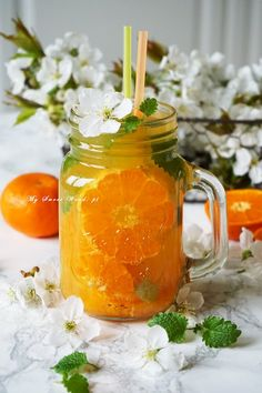 Odprężający drink bezalkoholowy z melisą i mandarynkami…