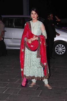 @AnushkaSharma shines at Shirin Morani & Uday Singh Wedding Reception, Dec 21, 14