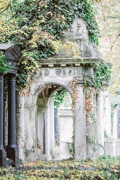 Jewish section at the Central Cemetery/Zentralfriedhof - Vienna, Austria Beautiful Architecture, Landscape Architecture, Places Around The World, Around The Worlds, Budapest, Last Exile, Vienna State Opera, Baumgarten, Heart Of Europe