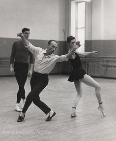 Balanchine with Jacques d'Amboise and Diana Adams in Photo by Martha Swope/NYPL, DM Archives Ballet Images, Ballet Pictures, Ballet Photos, Dance Photos, Dance Pictures, Contemporary Dance Moves, Modern Dance, Bolshoi Ballet, Ballet Dancers