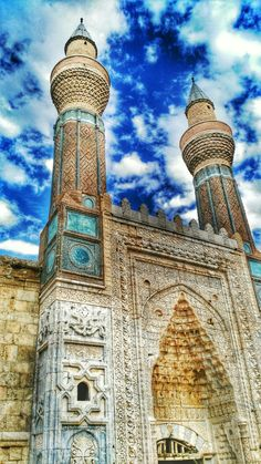 Gök Medrese is a medrese, an Islamic educational institution, in Sivas, Turkey. The medrese was commissioned by Sahip Ata Fahrettin Ali, a vizier Turkish Architecture, Art And Architecture, Beautiful Mosques, Beautiful Places, Pyramids Egypt, Historical Art, Turkey Travel, Kirchen, Islamic Art