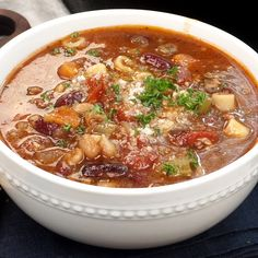 Pasta e Fagioli Soup Pasta e Fagioli soup is a relatively healthy soup, loaded with veggies, sausage, beef, beans and pasta all in a rich tomato broth. Basically a whole meal in one bowl! Italian Soup Recipes, Cabbage Soup Recipes, Easy Soup Recipes, Salad Recipes, Dinner Recipes, Cooking Recipes, Healthy Recipes, Healthy Soup, Pasta E Fagioli Soup