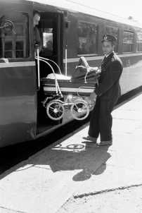 Vintage Pram, Prams And Pushchairs, Baby Buggy, Pram Stroller, Baby Prams, Baby Carriage, Vintage Photos, The Past, Barn
