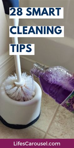 28 SMART Cleaning Tips for Every Room in Your Home! Get cleaning tips for your kitchen, bathroom, bedroom, living, toys. These tips will help lazy people keep their home clean and organized with less work! Weekly Cleaning, Deep Cleaning Tips, House Cleaning Tips, Cleaning Hacks, Cleaning Schedules, Speed Cleaning, Hacks Diy, Cleaning Solutions, Cleaning Products