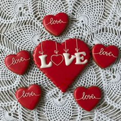 25 Gorgeous Painted Rocks Valentines Day Ideas 11 – Home Design Valentines Day Cookies, Valentine Cookies, Valentines Day Decorations, Holiday Cookies, Valentine Crafts, Valentine Ideas, Valentines Sweets, Valentine Nails, Valentine's Day Sugar Cookies
